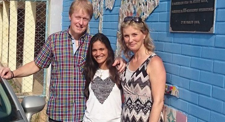 Steffen og hans kæreste besøger SOS børneby i Brasilien