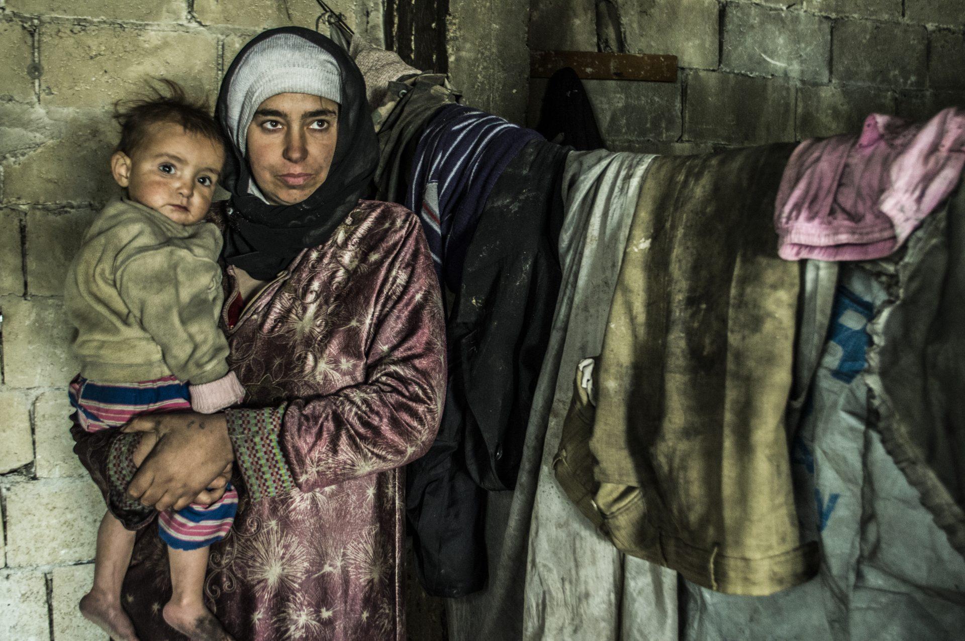 Mor med barn Syrien