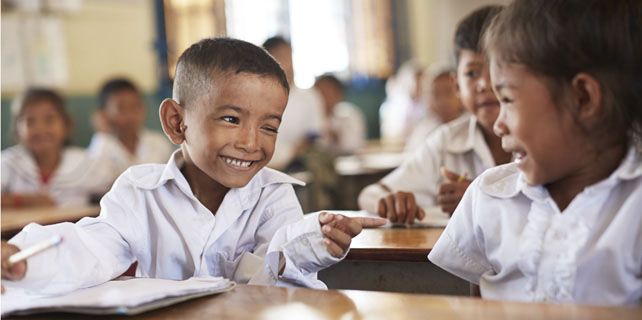 7bb5e1a8 Atith går i første klasse på SOS-skolen i Battambang i Cambodja. Han kommer  kun i skole takket være et stipendie fra SOS Børnebyerne, da hans forældre  ikke ...