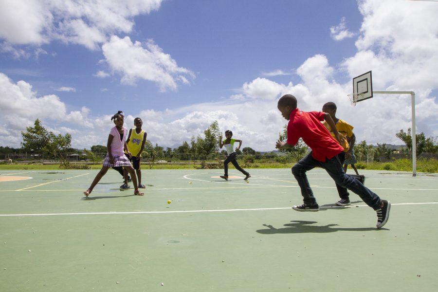 SOS-boern spiller fodbold Port-au-Prince i Haiti