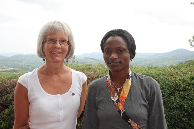 Pauline med sin danske fadder, som var SOS-fadder i 18 aar.