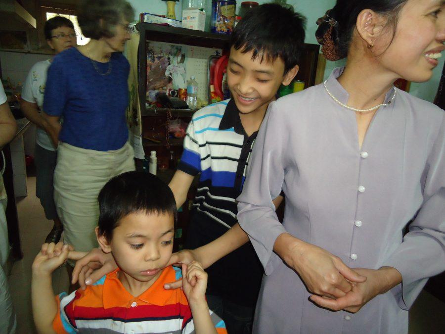 SOS-barn Lanh sammen med SOS-mor