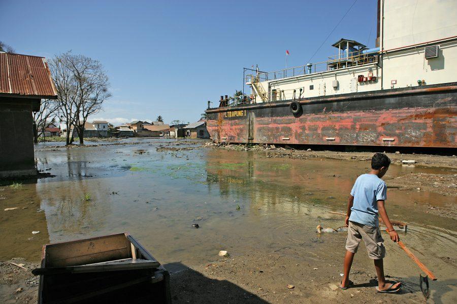 Det er blandt andet oversvømmelser og ødelagte huse og marker, som indoneserne kæmper mod. Foto: Sebastian Posingis (Arkivfoto)
